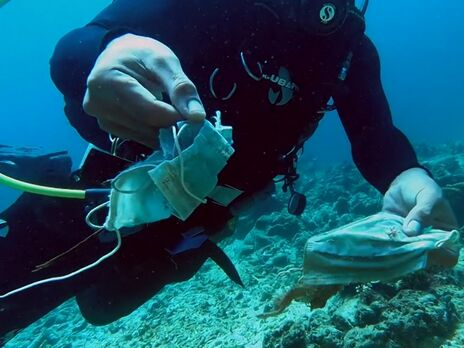 На Филиппинах нашли риф из масок