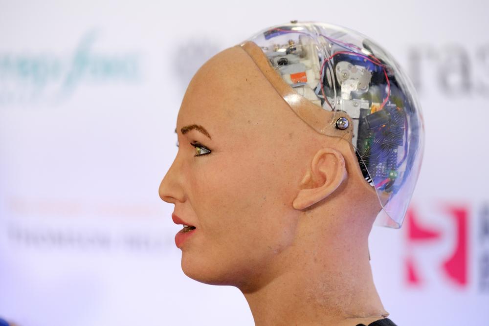 Рисунки робота Софии продали за миллион долларов