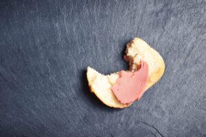 В Германии кусок колбасы помог найти вора