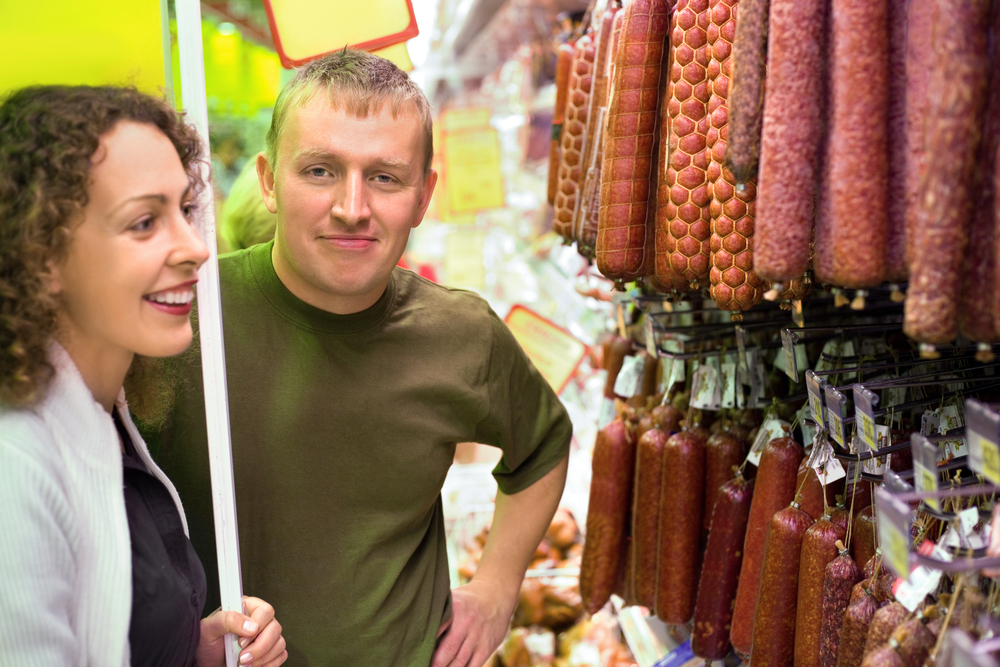 Колбаса и сосиски существенно повышают риск развития деменции