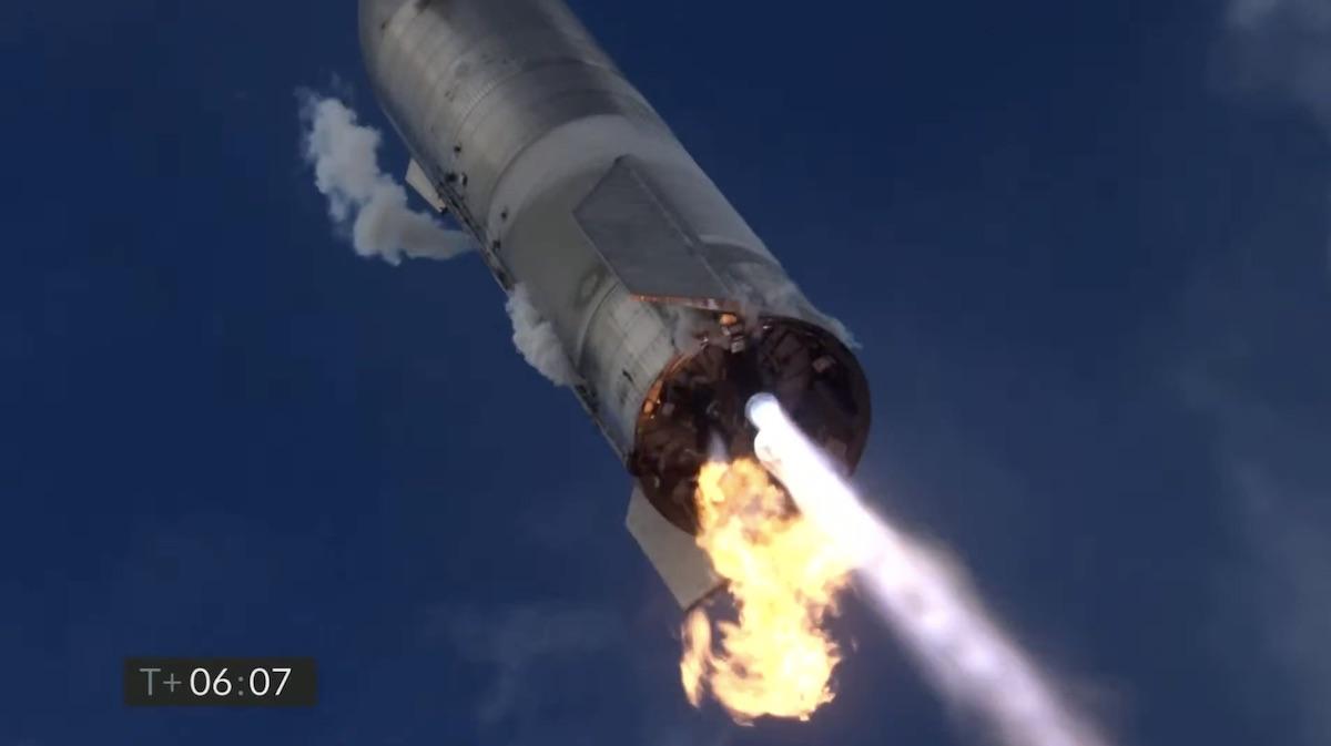 Starship впервые успешно приземлился. Но затем взорвался