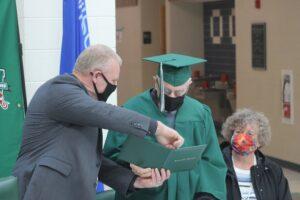 В США 96-летний ветеран Второй мировой окончил школу