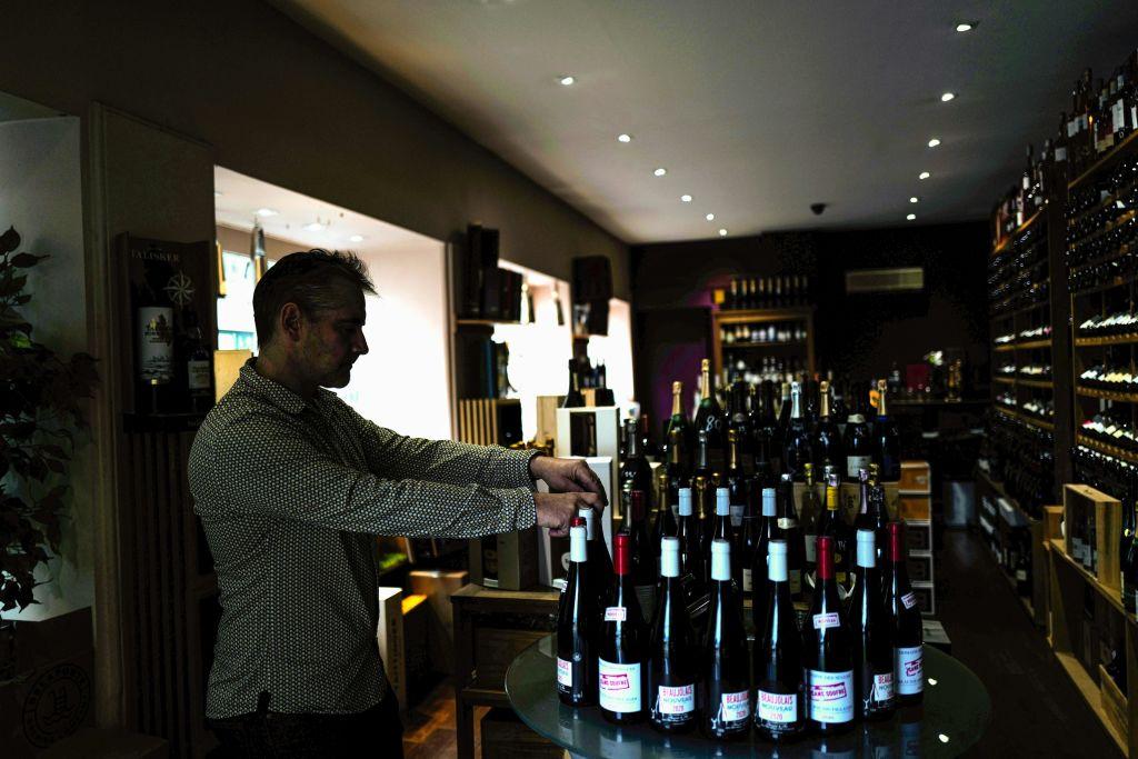 Психологи узнали, как люди выбирают вино в магазине. Критерии выбора вас позабавят.Вокруг Света. Украина
