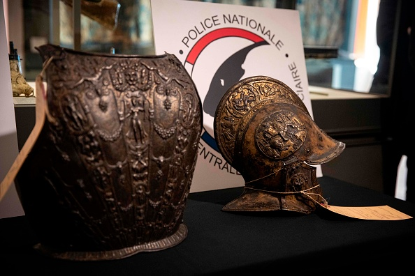 Лувр нашел средневековые доспехи, украденные в прошлом веке
