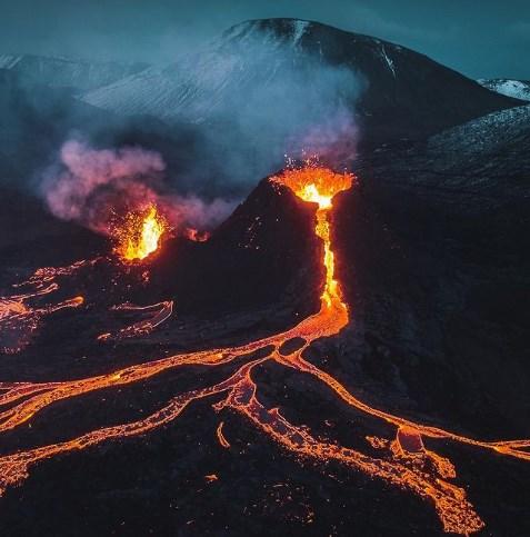 Дрон снял свое падение в жерло вулкана в Исландии