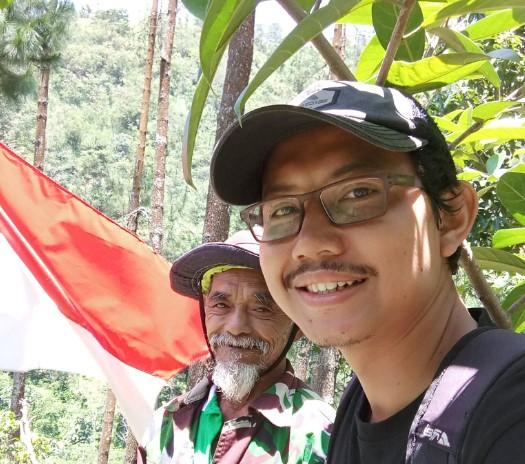 В Индонезии энтузиаст за 24 года посадил целый лес
