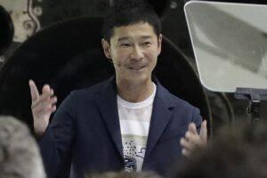 Японский миллиардер собирает компанию из восьми человек для полета к Луне