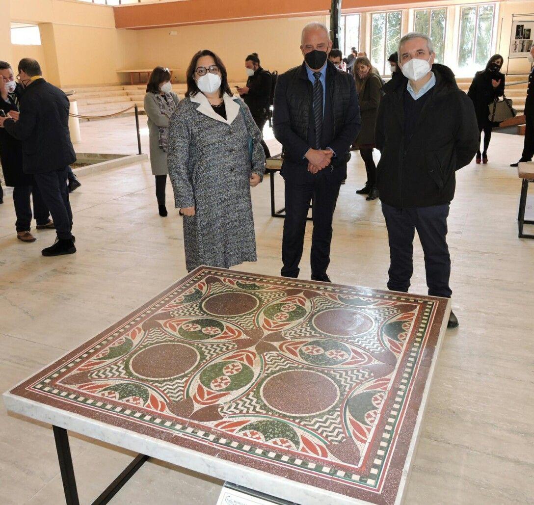 В Италию вернули мозаику Калигулы.Вокруг Света. Украина