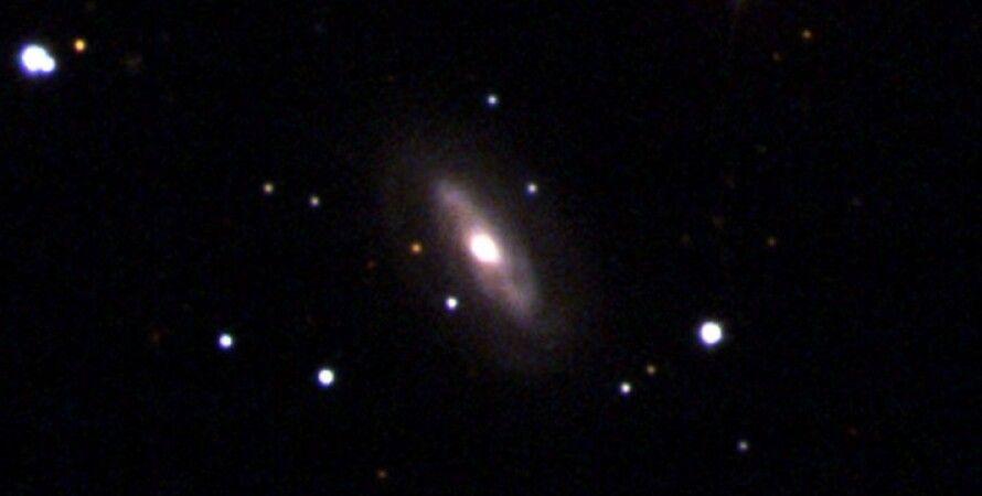 Астрономы обнаружили блуждающую черную дыру