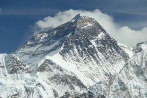Когда альпинисты смогут снова покорять Эверест?