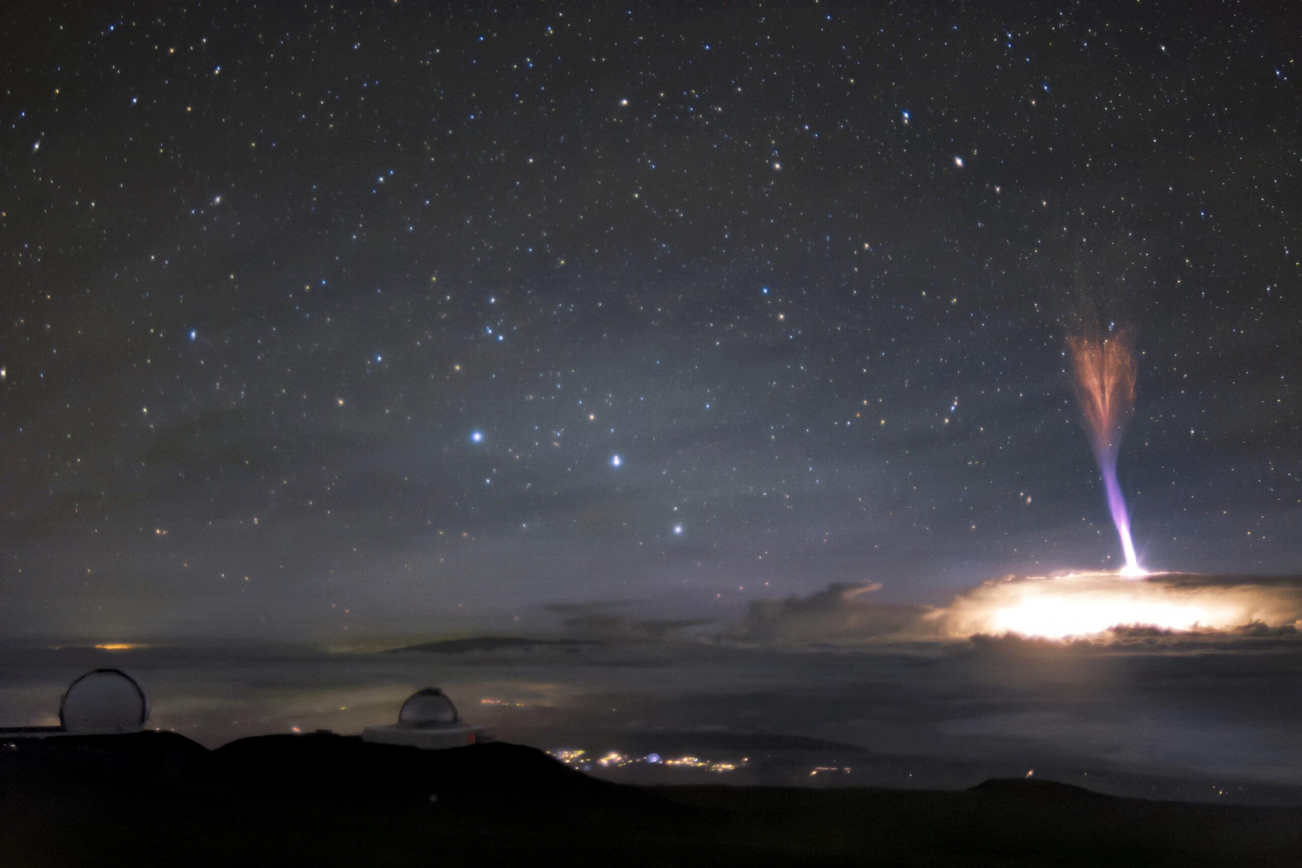 Спрайты и джеты: опубликовано фото уникальной молнии в небе над Гавайями.Вокруг Света. Украина