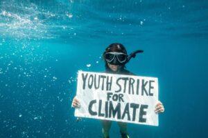 В Индийском океане прошел первый в истории подводный климатический протест