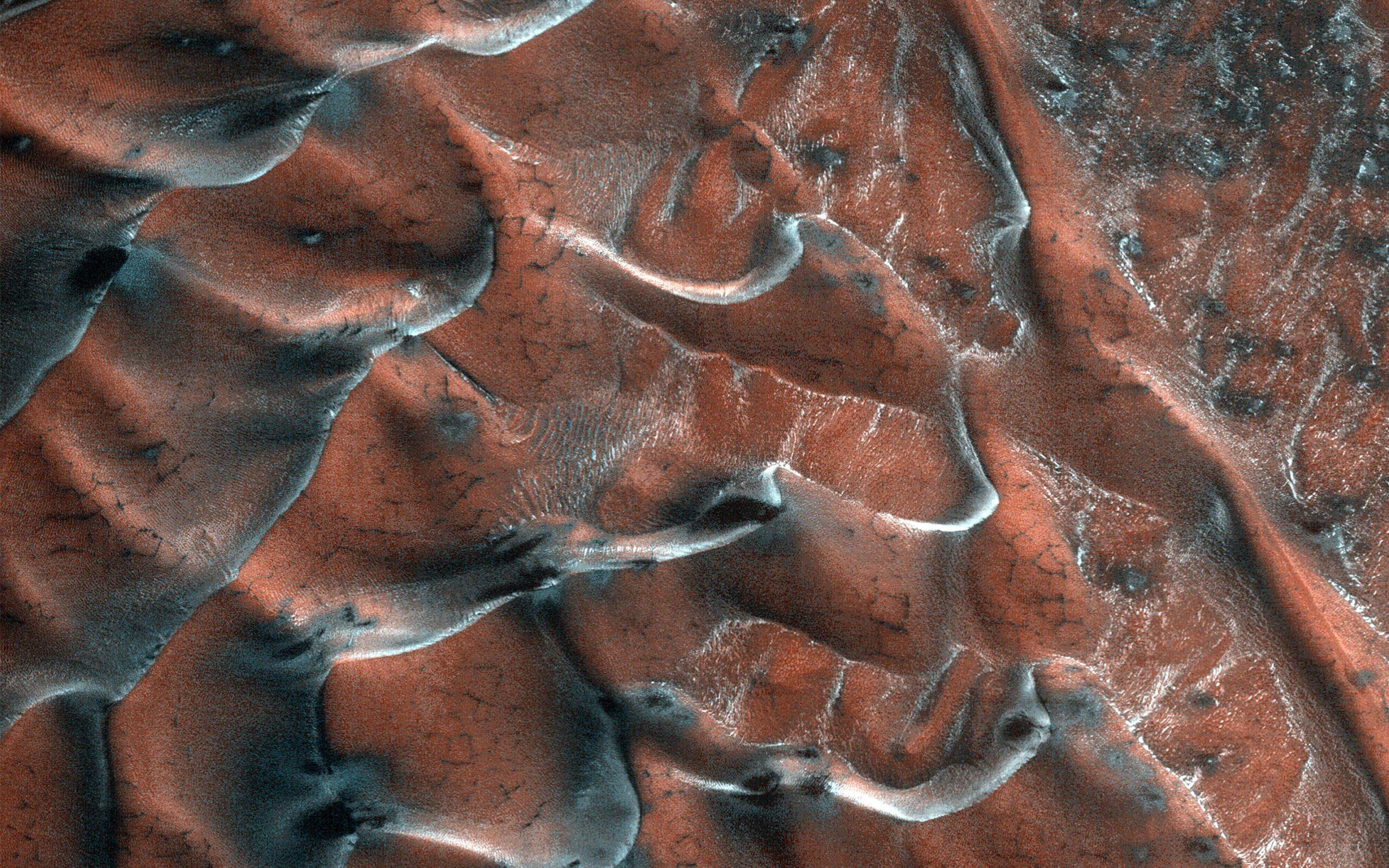 Песчаные дюны Марса посеребрила морозная седина: фото NASA.Вокруг Света. Украина