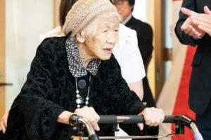 Олимпийский огонь в Японии передаст старейшая жительница мира