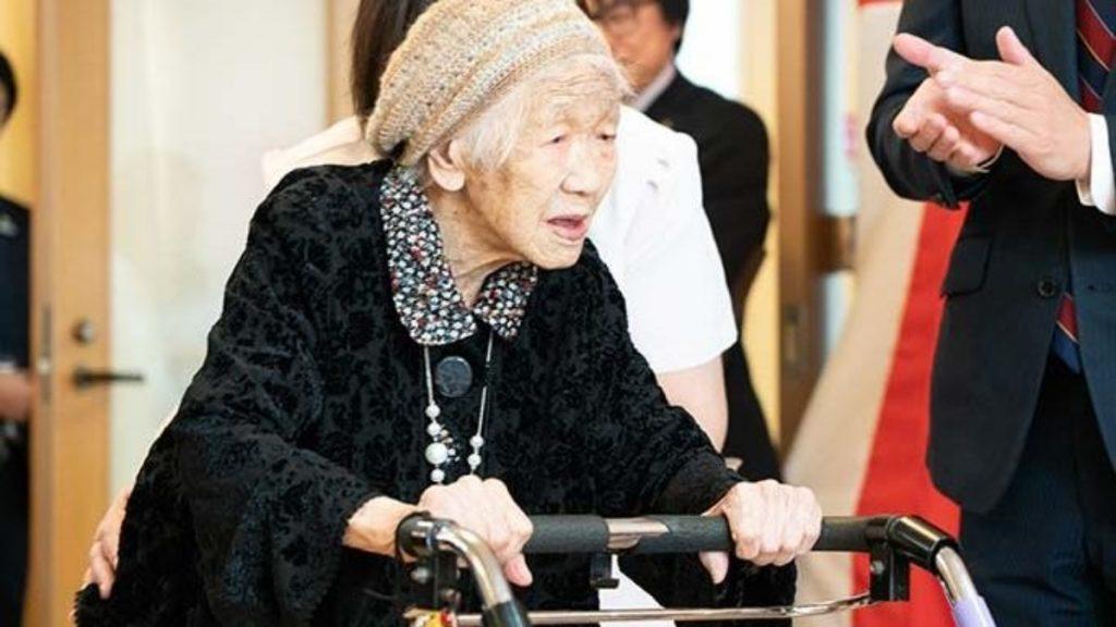 Олимпийский огонь в Японии передаст старейшая жительница мира.Вокруг Света. Украина