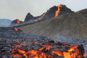 В Исландии на вулкане жарят сосиски