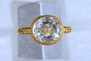 На острове Мэн нашли золотое кольцо эпохи Стюартов