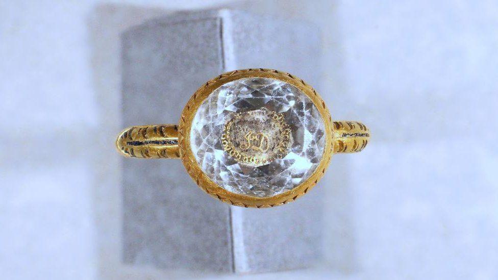 На острове Мэн нашли золотое кольцо эпохи Стюартов.Вокруг Света. Украина