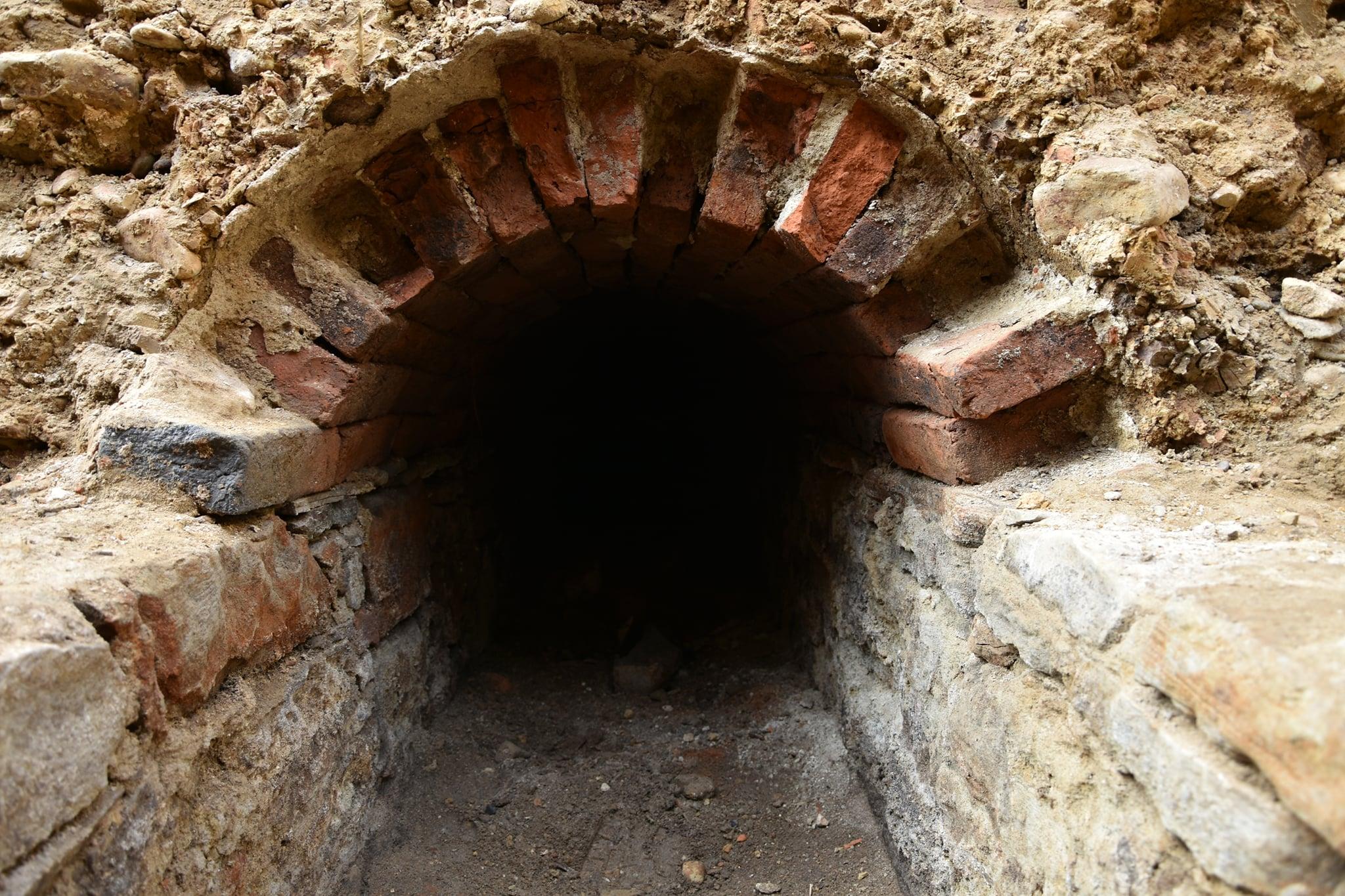 В Польше близ бывшего монастыря кармелиток нашли подземный туннель.Вокруг Света. Украина