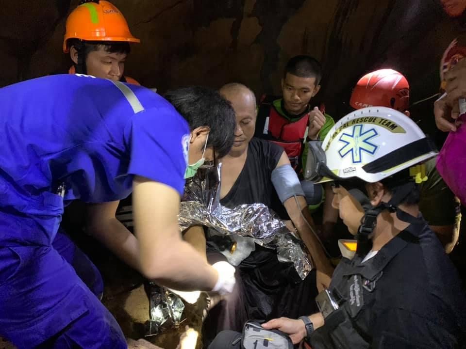 В Таиланде из затопленной пещеры спасли буддийского монаха