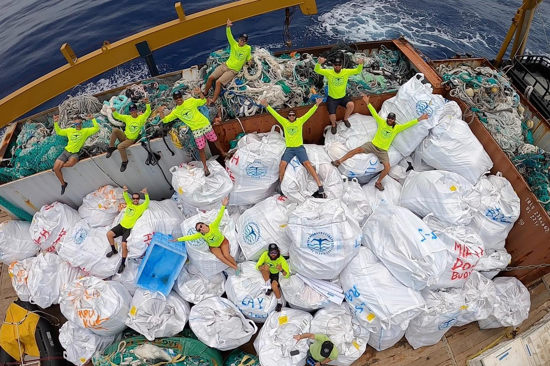 Из заповедника на Гавайях вывезли почти 50 тонн мусора