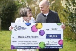 80-летний британец выиграл в лотерею, потому что забыл очки