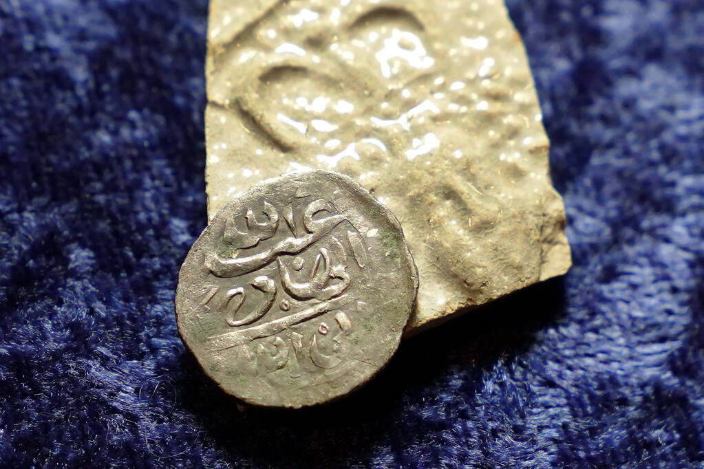 Древние арабские монеты помогут раскрыть тайну пиратов XVII века