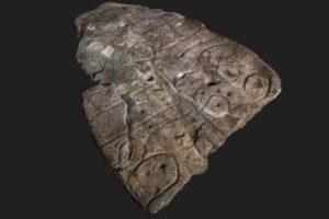 Плиту бронзового века из французского замка признали древней 3D-картой
