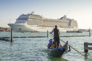 Италия запретила вход крупных круизных лайнеров в Венецию