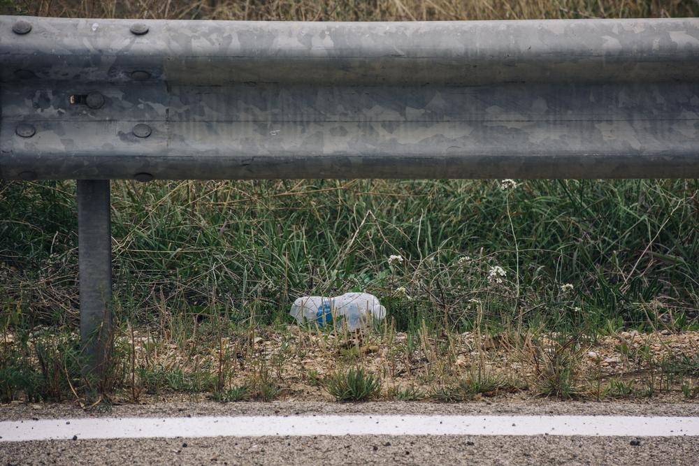В Бельгии велогонщика сняли с трассы за выброшенную бутылку.Вокруг Света. Украина
