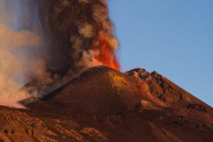Вулкан Этна загрязнил атмосферу Средиземноморья сернистым газом: спутник ESA