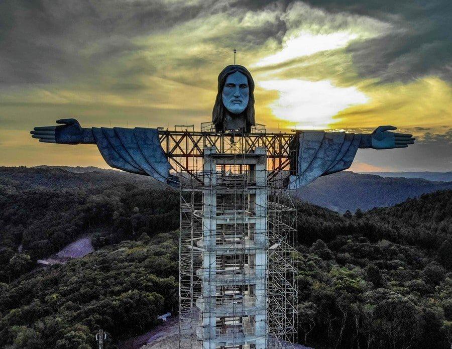 В Бразилии строят новую статую Христа: еще выше старой