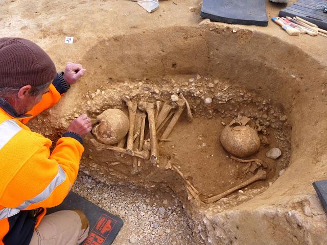 ВоФранции нашли необычное парное захоронение каменного века