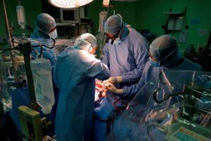 Музыка в операционной: под хип-хоп хирурги работают лучше