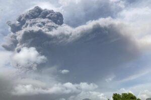В Карибском море «взорвался» вулкан: идет эвакуация