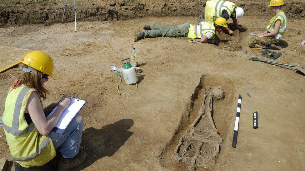 В Англии археологи нашли древнеримские захоронения казненных.Вокруг Света. Украина