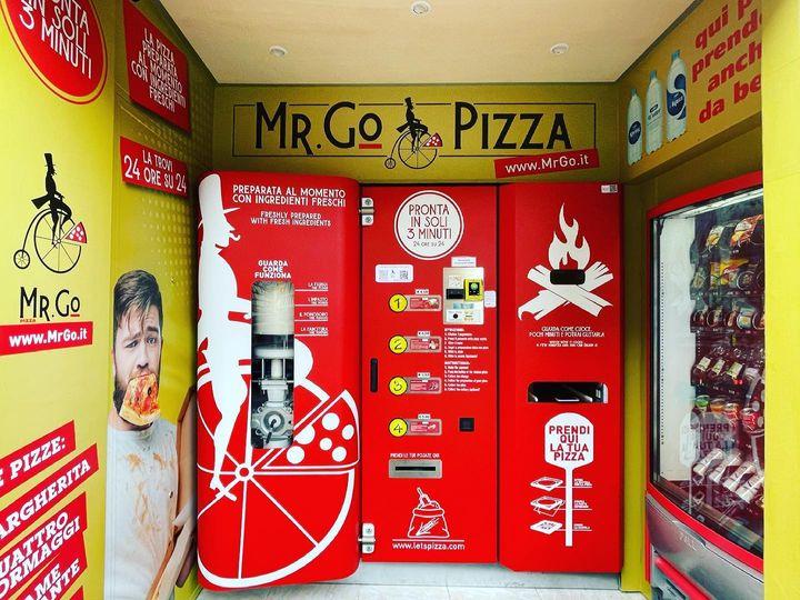 В Риме появился первый автомат, который печет и продает пиццу