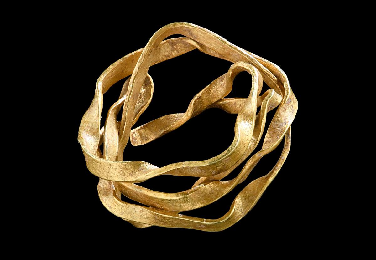 В Германии нашли золотое украшение древней аристократки: ему 3800 лет