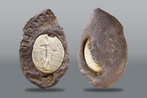 В Британии обнаружена необычная печать средневекового аристократа