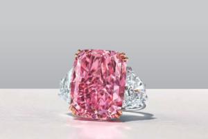 Редкий пурпурно-розовый бриллиант «Сакура» ушел с молотка за $29,3 млн
