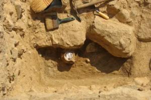 В Афинах раскопали кувшин проклятий с костями цыпленка