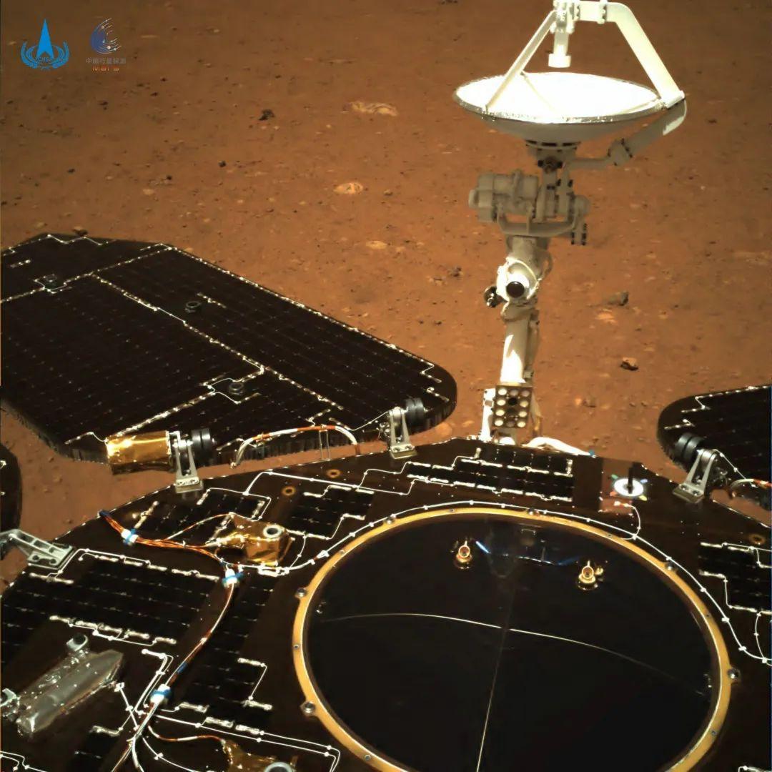 Китайский ровер Чжужун прислал первые снимки Марса