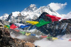Альпинисты установили два рекорда по восхождению на Эверест