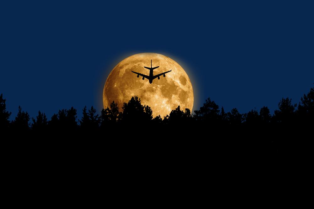 Австралийская авиакомпания отправит самолет к Луне