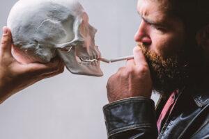 ВОЗ предлагает бросить курить с помощью бота Флоранс