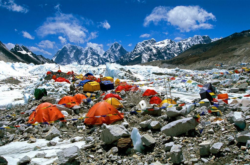В базовом лагере Эвереста - вспышка COVID-19, но власти Непала это отрицают