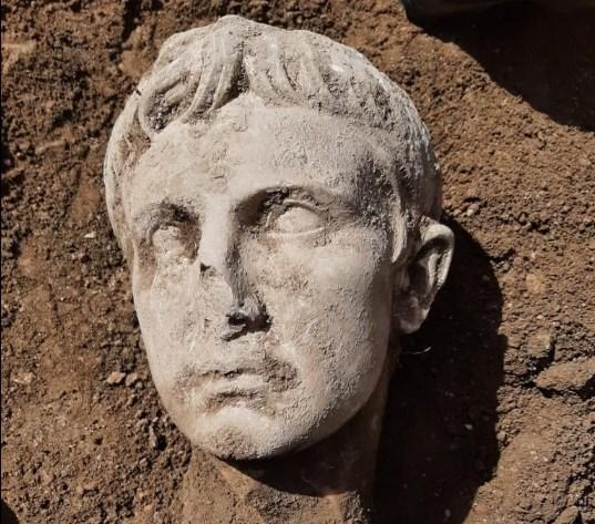 Археологи нашли мраморную голову первого императора Рима