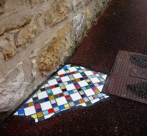 Французский художник латает дороги мозаикой.Вокруг Света. Украина