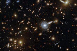 Телескоп Hubble запечатлел удивительный «зверинец» галактик