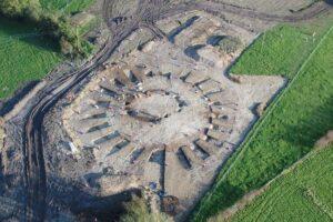 В Англии укладчики кабеля обнаружили артефакты, которым 6000 лет